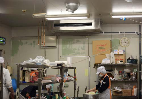 厨房用エアコン設置例1