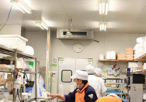 厨房用エアコン設置例3